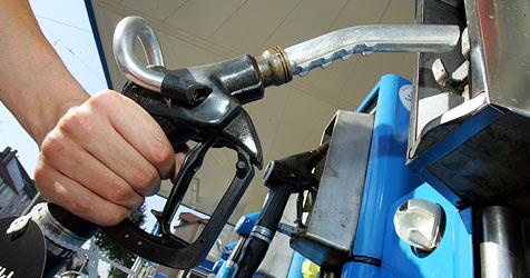 Jeden 10. Liter Sprit könnten sich die Autofahrer ersparen (Bild: dpa/dpaweb/dpa/A3295 Uwe Zucchi)