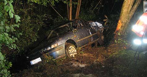 15-Jähriger stirbt bei Autounfall in Pram (Bild: Feuerwehr Pram)