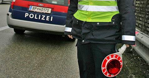 "Polizeiauto auf A1 bei St. Pölten ""abgeschossen"" (Bild: Chris Koller)"