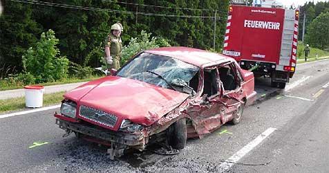 Vier Männer bei Unfall in Ebensee schwer verletzt (Bild: Feuerwehr Ebensee)