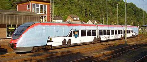 Sprayer machen aus Zug eine Stretchlimousine (Bild: Polizei)