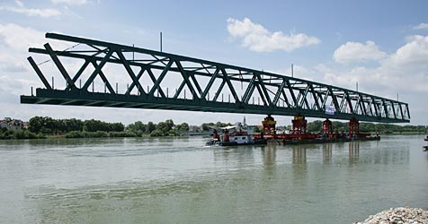 """Tragwerk von Brücke """"eingeschwommen"""" (Bild: ÖBB/Vogel-AV)"""