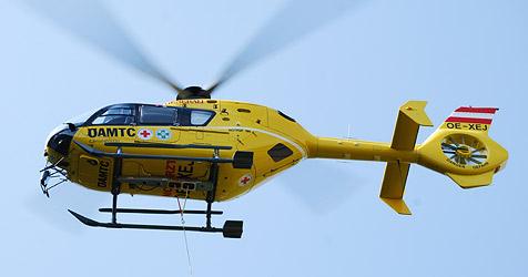 56-Jähriger bei Sturz vom Dach schwer verletzt (Bild: ÖAMTC)