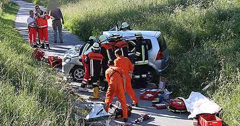 Ehepaar bei Crash mit Bus schwer verletzt (Bild: BRK Berchtesgadener Land)