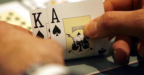 Polizeiaufgebot überwacht Poker-Turnier im Pinzgau (Bild: dpa/A3576 Maurizio Gambarini)