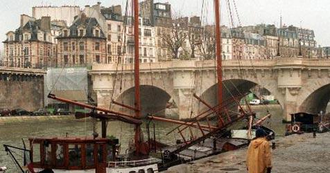 Pariser Parkplatz für 470.000 Euro versteigert