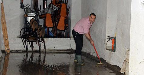 Aufatmen nach drei Tagen Hochwasseralarm (Bild: APA/Hannes Markovsky)