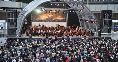 Tausende lauschten Symphonie aus der Baugrube (Bild: Horst Einöder)