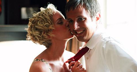Pärchen beim Liebesspiel zu laut - Wohnung gekündigt (Bild: © [2009] JupiterImages Corporation)