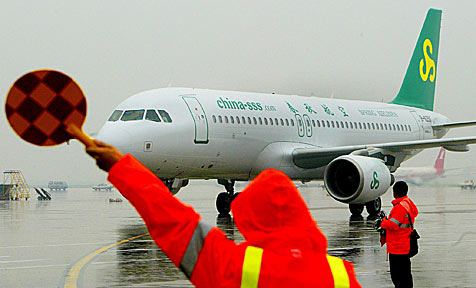 """Billigfluglinie aus China will """"Stehplätze"""" einführen"""