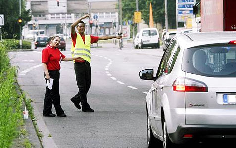 Verkehr direkt ins nächste Drive-in umgeleitet (Bild: Klaus Michels)