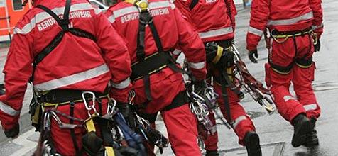 Feuerwehr muss Putzfrau aus Papierkorb retten