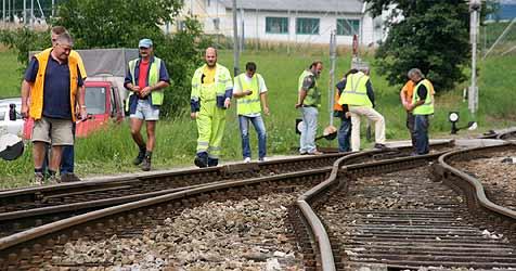 Lokalzug nach Anschlag in Sattledt entgleist (Bild: Markus Wenzel)