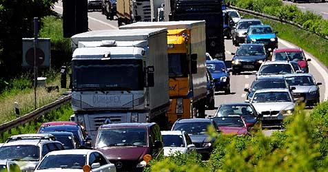 Politik fordert für Korneuburg dritte Autobahn-Zufahrt (Bild: dpa/A3419 Stefan Puchner)