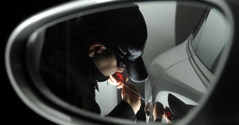 """Autoknacker in Pkw eingesperrt und von Polizei """"befreit"""" (Bild: APA/TECHT/FOHRINGER/APA/TECHT/FOHRINGER)"""