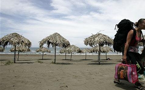 Frau verklagt Reisebüro wegen nackter Hotelgäste