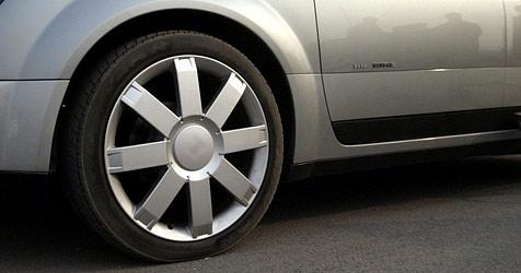 Garagen-Bande erbeutet Reifen ++ Drahtesel im Visier (Bild: EPA)