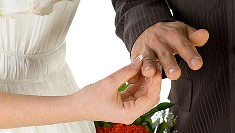 Hochzeitsfeier endet für rabiate Braut im Gefängnis