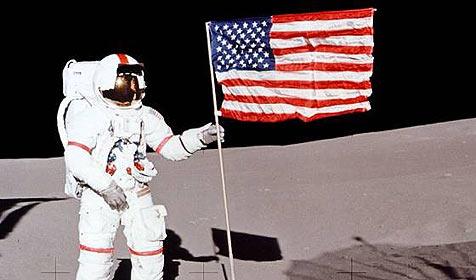 Zollbeamter klaute Zollformular von Neil Armstrong (Bild: NASA)