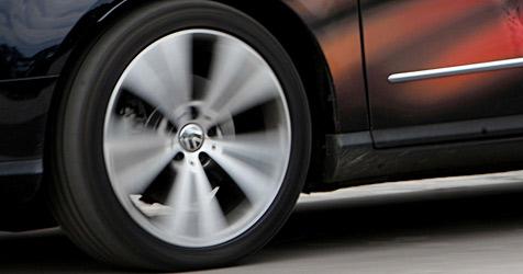 Diebe stehlen Reifen und Alu-Felgen um 30.000 € (Bild: APA/HELMUT LUNGHAMMER)