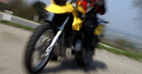Wieder schwerer Motorradunfall (Bild: APA/Pfarrhofer)