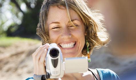 Tipps und Tricks für schönere Urlaubsvideos (Bild: © [2009] JupiterImages Corporation)
