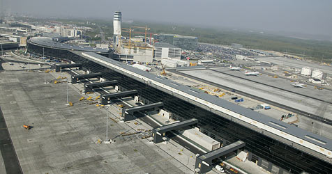 Flughafen-Manager beziehen trotz Krise fette Boni (Bild: APA/FLUGHAFEN WIEN AG)