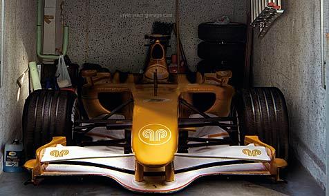 Jets, Boote und Rennautos in der eigenen Garage (Bild: www.style-your-garage.com)