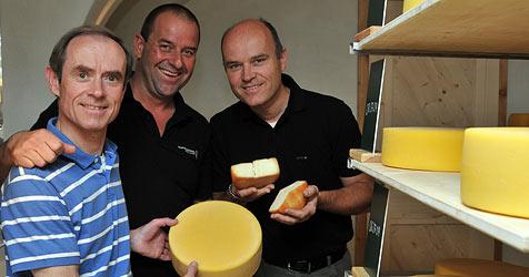 Schnaps-Herzog feilt an den feinsten Käsesorten (Bild: Wolfgang Weber)