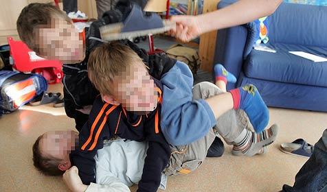 Sechsjähriger dreht in Schule durch - Lehrerin verletzt (Bild: APA/ROLAND SCHLAGER)