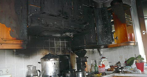 Küchenbrand richtet enormen Schaden an (Bild: FF Saalfelden)