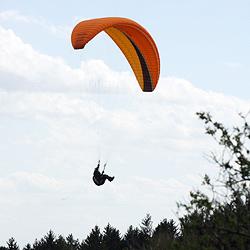 Paragleiter in Hofkirchen 40 Meter tief abgestürzt (Bild: Jürgen Radspieler)
