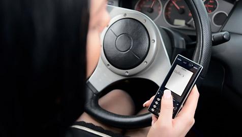 US-Senatoren wollen SMS am Steuer verbieten (Bild: © [2009] JupiterImages Corporation)