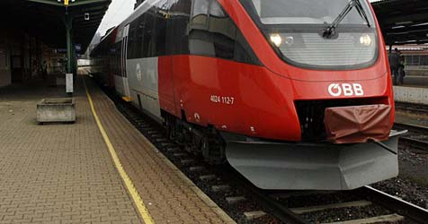 Brummi-Crash legt Bahnstrecke fünf Stunden lang lahm (Bild: Klaus Kreuzer)