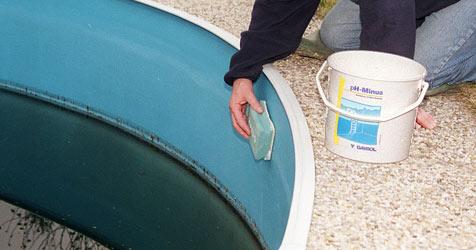 Mann will Pool reinigen und stirbt an Chlorgasen (Bild: Peter Tomschi)