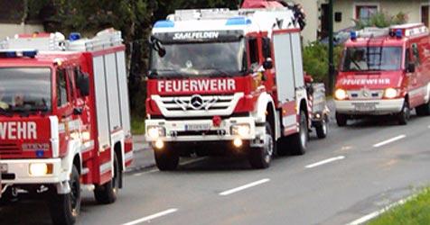 Gasflasche von Feuerwehr geborgen (Bild: Feuerwehr Unken)