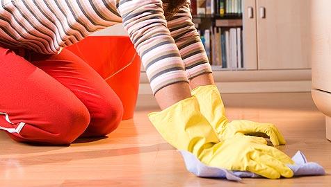 Junge Tschechinnen putzen sich zum Uni-Abschluss (Bild: © [2009] JupiterImages Corporation)
