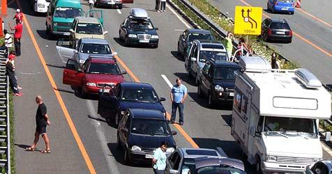 Stau am Wochenende auf der A10 erwartet (Bild: APA/Aktivnews)