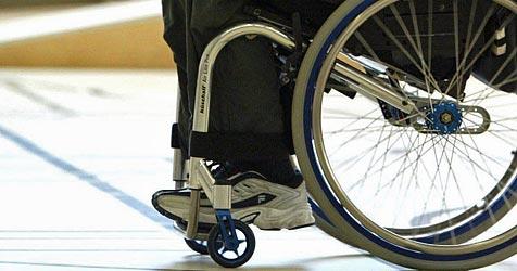 """Gro�e """"Rollstuhl-Demo"""" gegen Sparpaket in Graz (Bild: dpa/dpaweb/KEYSTONE/Urs Fl�eler)"""
