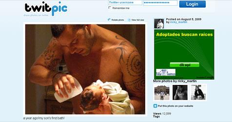 Ricky Martin twittert süßes Baby-Badefoto (Bild: Twitpic Ricky Martin)