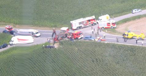 Rettungs-Großeinsatz bei Crash in Pöchlarn (Bild: ÖAMTC)