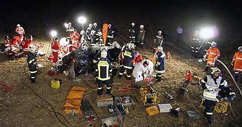 Ein Toter und drei Schwerverletzte nach Unfall (Bild: Feuerwehr Kremsmünster)