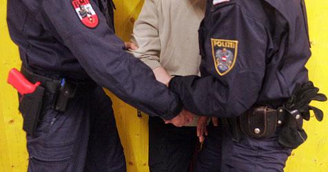 Ertappter Ladendieb schlägt auf Polizisten ein (Bild: Andi Schiel)