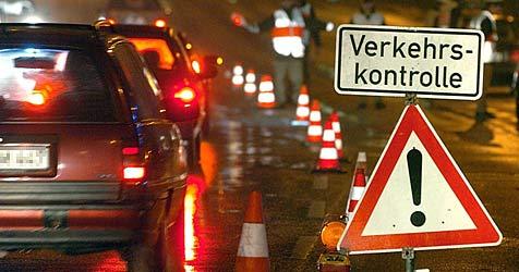 200 Fahrzeuge auf der Südautobahn kontrolliert (Bild: dpa/dpaweb/dpa/Ulrich Perrey)
