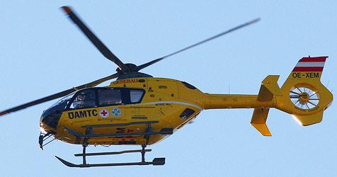 Feuerwehrmann von 150-Kilo-Sparren getroffen (Bild: Sepp Pail)
