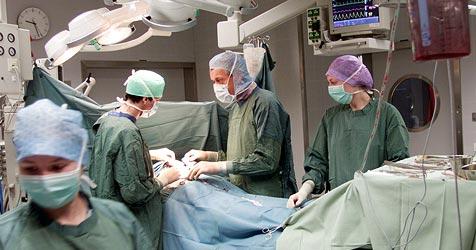Linzer nach Magenbypass seit Monaten in Klinik (Bild: Christof Birbaumer)