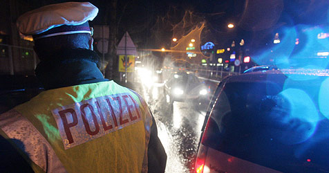 Polizei schnappt zwei Gauner bei Bus-Kontrolle (Bild: Andi Schiel)