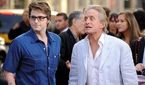 Douglas schockiert wegen Dealerei seines Sohnes (Bild: AP)