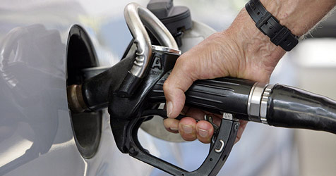 Tankstellen erhöhten während des Tages Preise (Bild: dpa/A3750 Andreas Gebert)