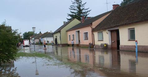 """""""Das Wasser kam von allen Seiten"""" (Bild: FF Hollabrunn)"""